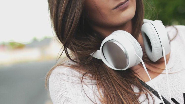 Erilaiset kuulokkeet takaavat parhaan kuuluvuuden niin lenkillä kuin kotisohvallakin.