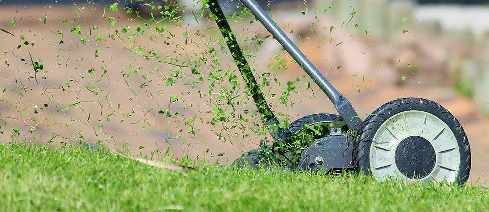 Hyvä ruohonleikkuri tekee pihanhoidosta mukavaa.