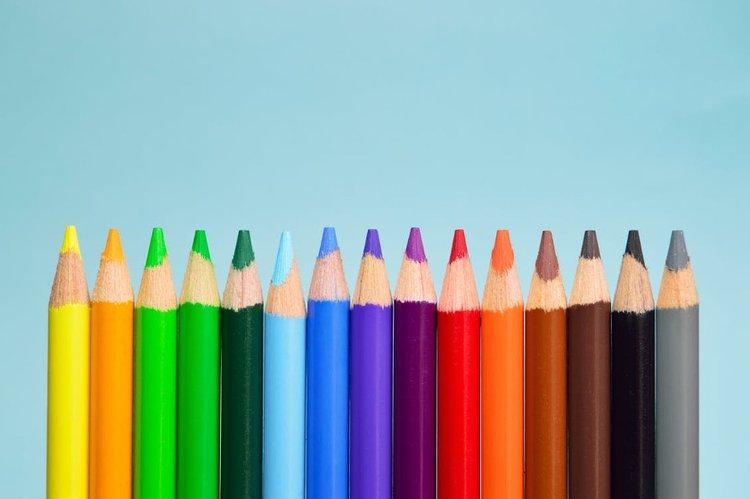 Päiväpeitto korostaa huoneen muita värejä.