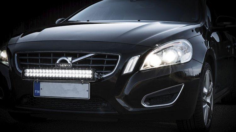 Ajovalot ja lisävalot tuovat näkyvyyttä ja turvallisuutta.
