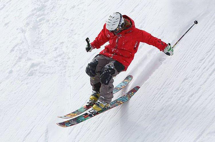 Talvitakki ja talvihousut kannattaa valita harrastusten ja sääolojen mukaan.