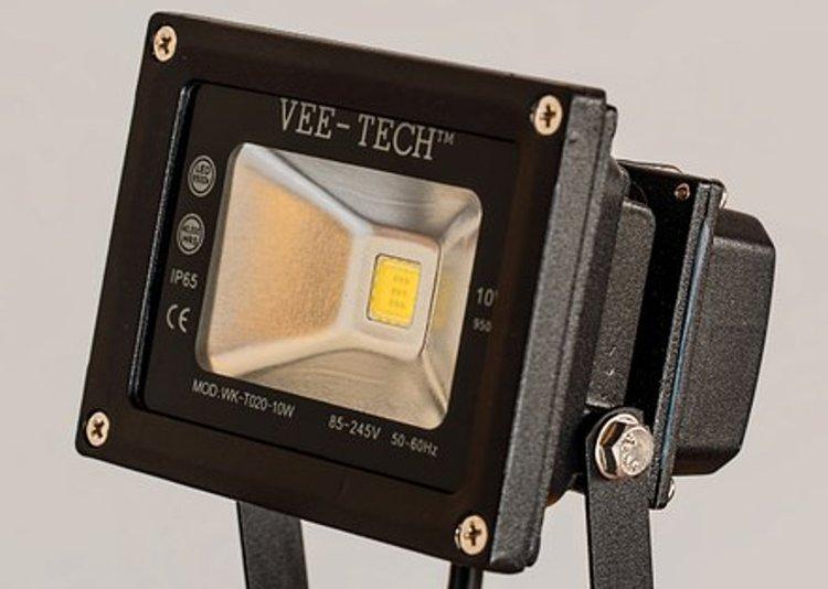 LED-työvalo on tehokas ja pitkäikäinen.