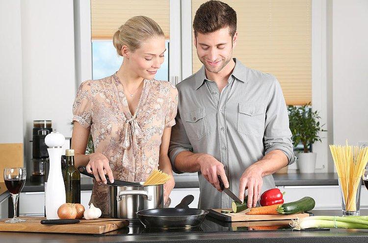 Keittiössä on mukava kokata, kun on kunnolliset keittiövälineet.