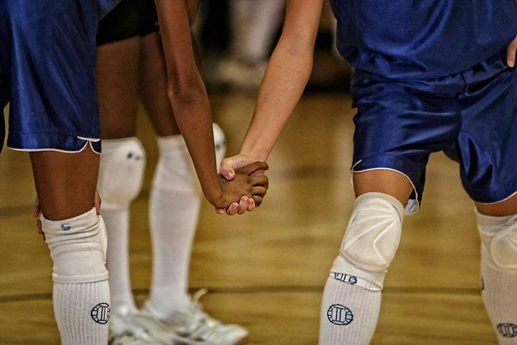 Liikunta, kuntourheilu ja pallopelit tuovat ihmisiä yhteen.