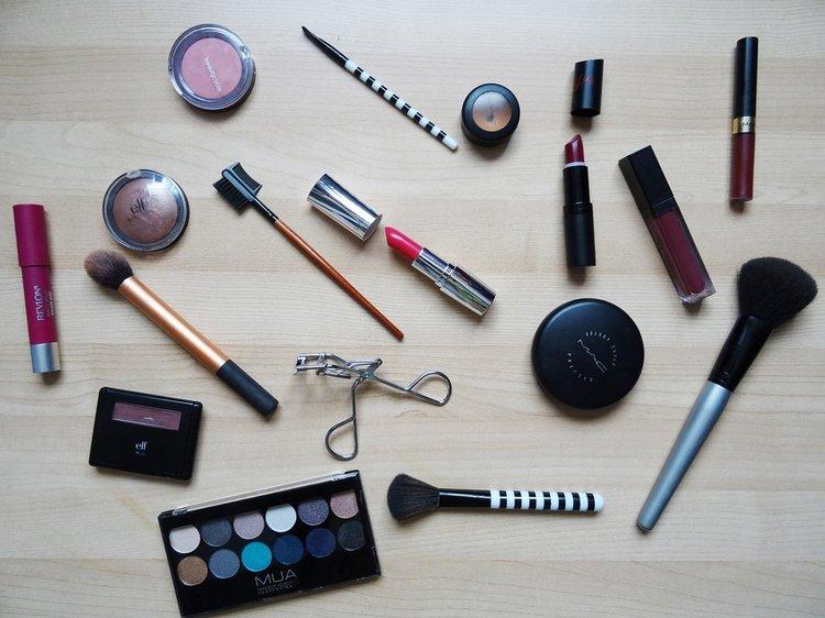 Hyvä meikkisivellin tuntuu iholla pehmeältä.