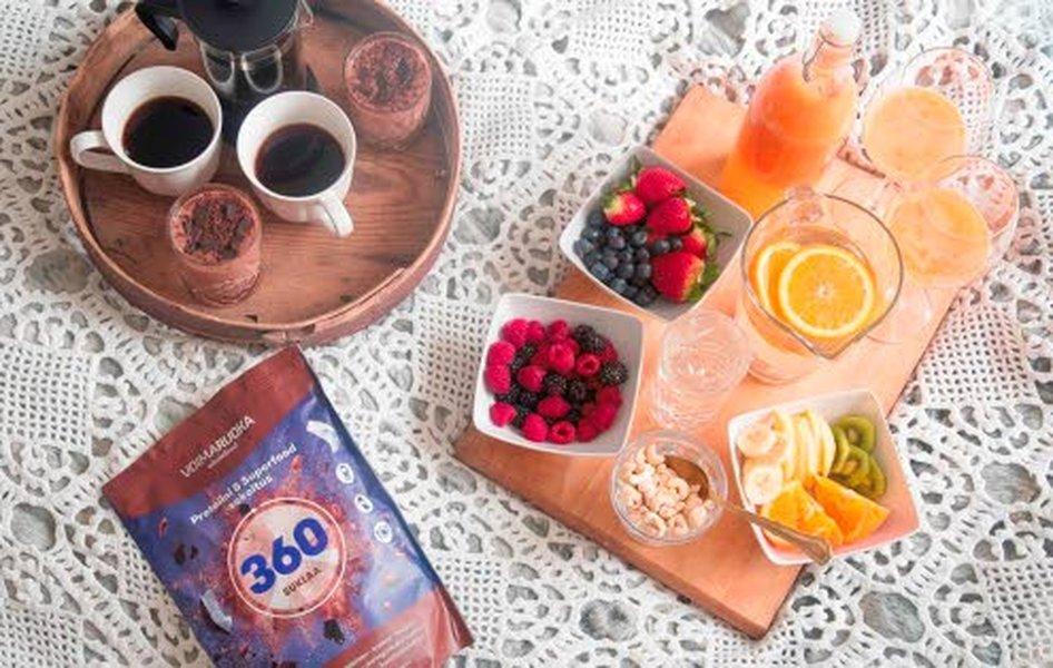Riittävästi proteiinia sisältävä aamiainen pitää verensokerin tasaisena ja olon pitkään kylläisenä.