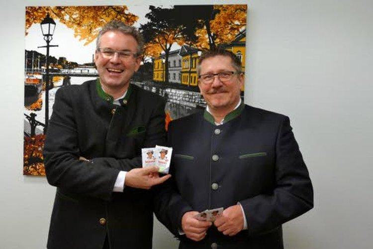 Riviera Pharma & Cosmeticsin omistaja-toimitusjohtaja, farmaseutti Harald Wächter sekä markkinointi- ja myyntijohtaja Harald Keck iloitsevat, että monia Riviera-tuotteita saa nyt myös Suomesta, Kärkkäiseltä.
