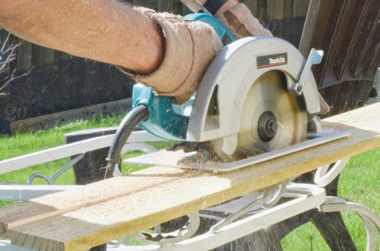 Sirkkeli sopii hyvin erilaisten materiaalien leikkaamiseen.