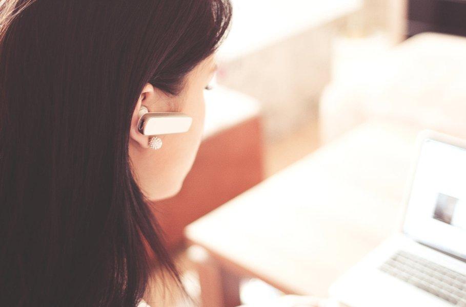 Handsfree helpottaa muun muassa töiden tekemistä, sillä puhelun aikana kädet jäävät vapaiksi.
