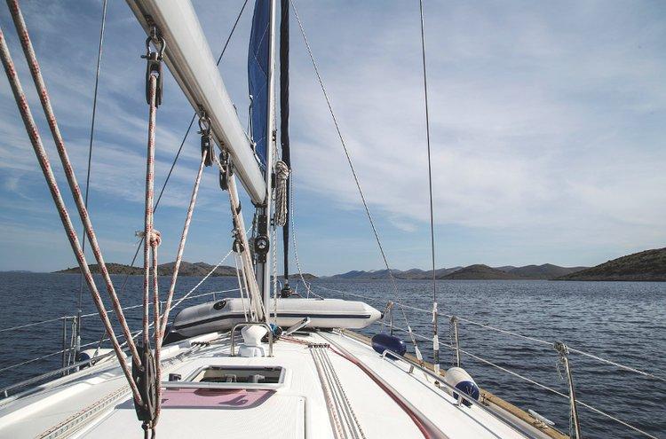 Huolto- ja venetarvikkeet tulevat ajankohtaisiksi veneilykauden häämöttäessä. Vähintään kymmenen vuoden välein tulisi harkita, onko veneen kattavalle peruskorjaukselle tarvetta.