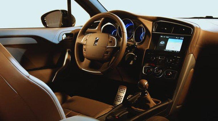 Auton sisustukseen kannattaa valita laadukasta ja helposti puhdistettavaa materiaalia.