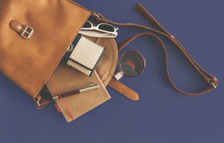 Käsilaukku kantaa sinulle tärkeät tavarat mukanasi mutta on myös yksi suuri osa asusi kokonaisuutta.