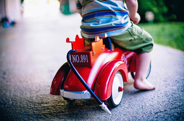 Päälläistuttavat lelut saavat lapsen mielikuvituksen valloilleen.