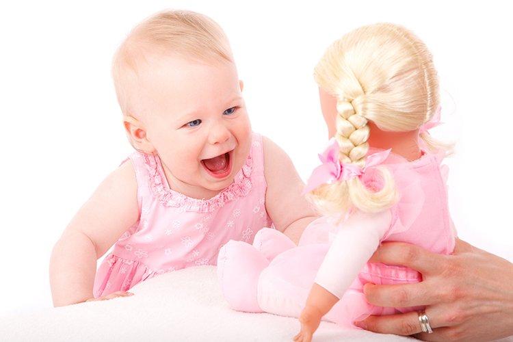 Nuket ja kotileikit ovat tärkeä osa lasten leikkejä.