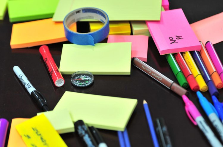 Kärkkäisen verkkokaupasta löydät kattavan paperi- ja toimistotarvikevalikoiman, jonka tuotteiden avulla saat toimistosi ja kodin työpisteesi järjestykseen.