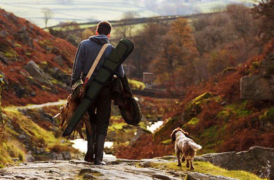 Radiopuhelimet ja koiratutkat ovat metsästäjän apu ja turva.