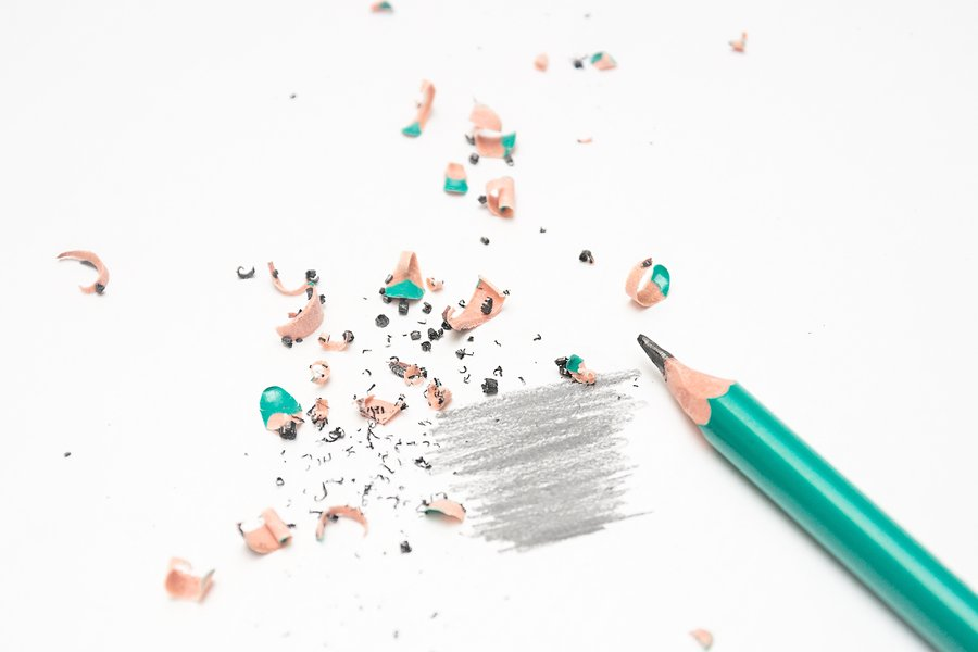 Lyijykynillä piirtäessä kannattaa vaihdella kynän kovuusastetta, jotta saa aikaan pehmeitä varjostuksia ja tarkkoja viivoja.