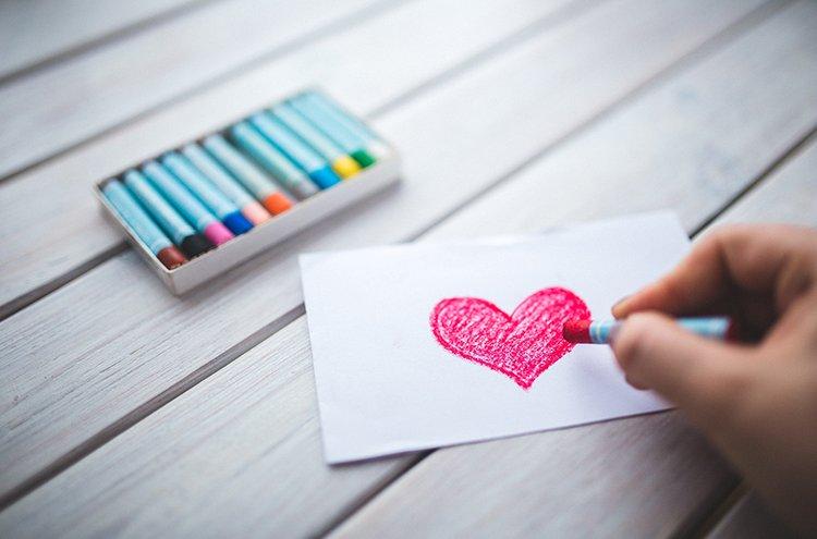 Kirjeillä ja korteilla osoitetaan välittämistä ja kerrotaan, että muistaa.