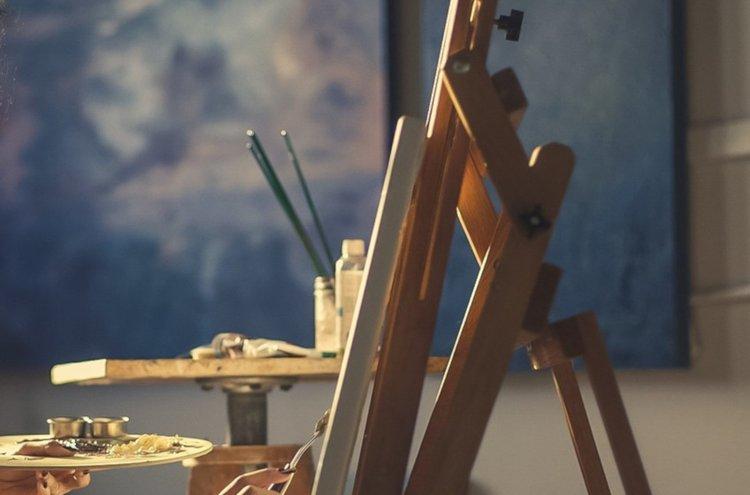 Olipa kyse perinteisestä maalaustaiteesta tai muunlaisesta askartelusta ja esineiden koristelusta, löydät siihen tarvittavat välineet nopeasti ja vaivattomasti Kärkkäisen verkkokaupasta.