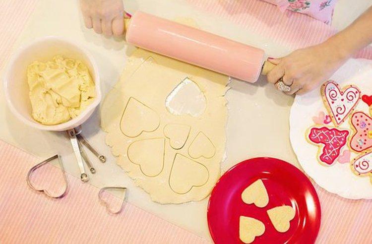 Laadukkaat leipomistarvikkeet auttavat leipojaa työn onnistumisessa.