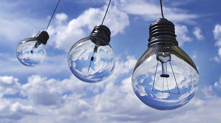 Nykyaikaiset lamput säästävät energiaa ja ovat pitkäikäisiä.