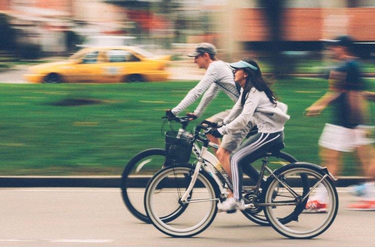 Pyöräily on hauska ja terveellinen tapa tutustua lähiympäristön maisemiin.