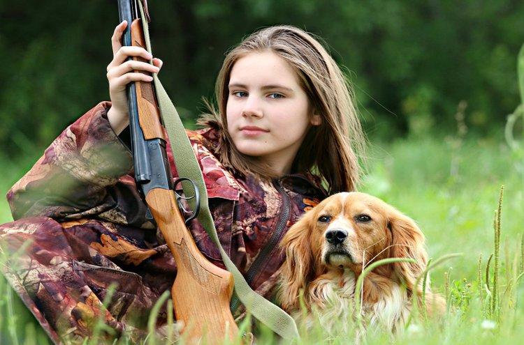 Ammunta ei ole missään nimessä vain karskien miesten harrastus, vaan urheiluammunta sopii niin naisille kuin nuorillekin.