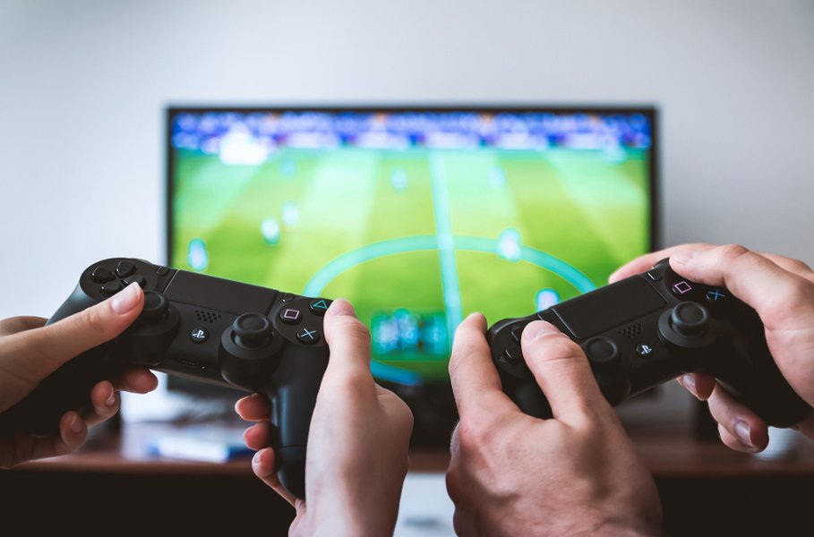 Valitse paras tietokoneen näyttö pelaamiseen, elokuvien katsomiseen tai työskentelyyn.