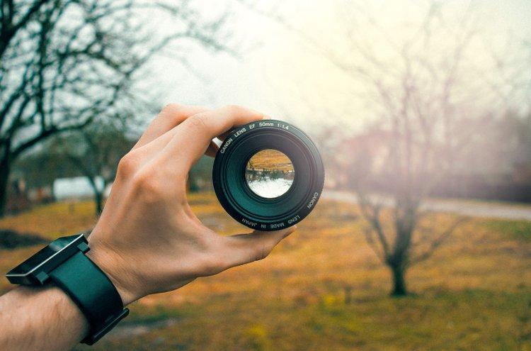 Objektiivi kannattaa valita sen mukaan mitä kuvaat. Erilaisiin kohteisiin on hyvä valita erilainen objektiivi.