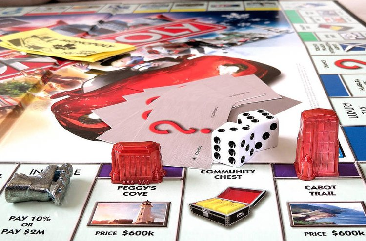 Monopoly ja muut perinteiset lautapelit kokoavat perheet yhteen.