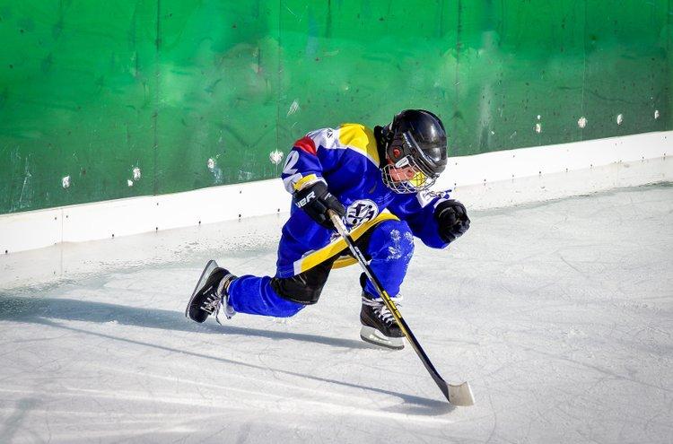 Millä tahansa kepakolla ei hallille mennä hutkimaan, vaan jääkiekkomailojen kokoa ja näköä määrittelevät tarkat säännöt.