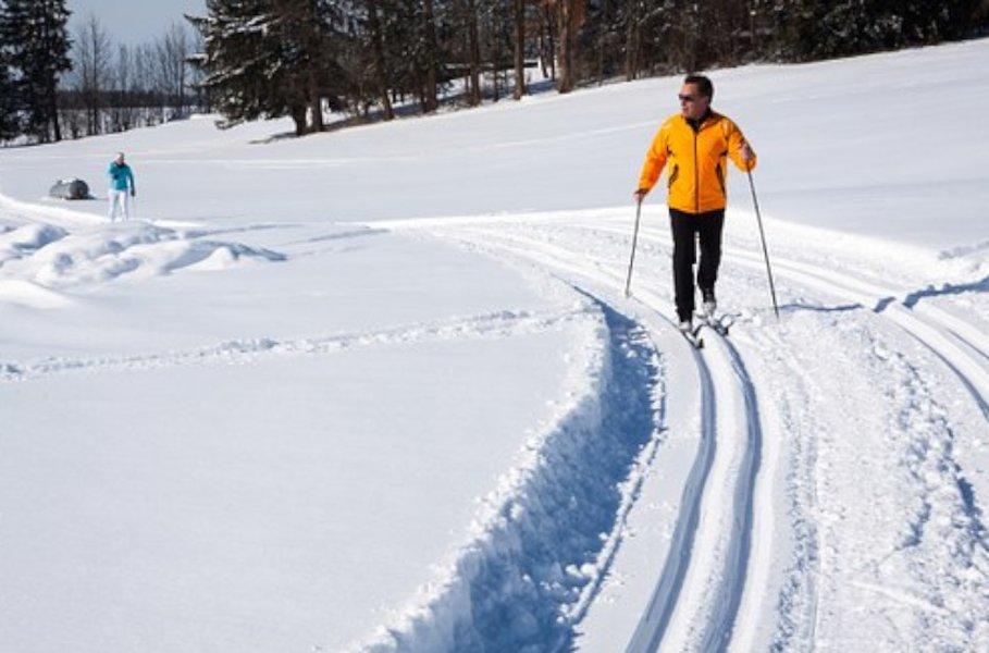 Laadukkaat hiihtovaatteet on helppo tilata netistä edullisesti.