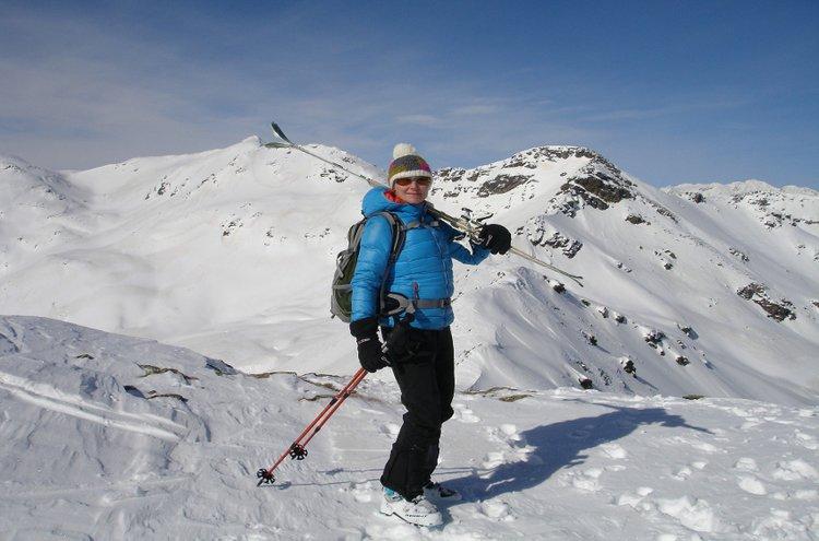 Talviset urheiluasusteet on parempi valita sään ja liikuntasuorituksen mukaan. Rauhalliseen menoon enemmän lämmintä päällä, hikiliikunnassa hanskat ja päähineet saavat olla ohuempaa, teknistä materiaalia.