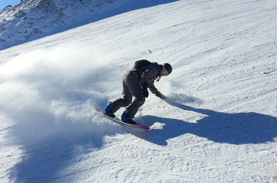 Lumilautailu on vauhdikas laji, joka kehittää ketteryyttä, tasapainoa ja koordinaatiokykyä.