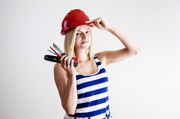Työkalut helpottavat kodin ylläpitoa. Pienet kunnostustyöt on edullisinta suorittaa itse käsityökalujen tai näppärien akkukoneiden avulla.