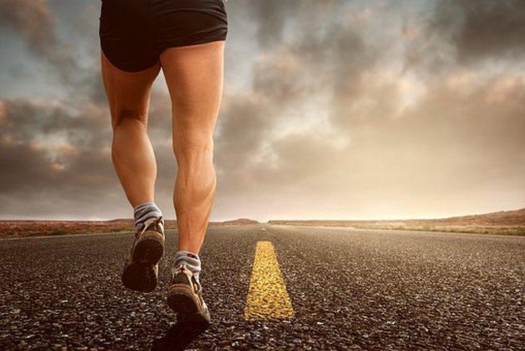 Oikeanaliset juoksukengät tukevat sekä joustavat liikkeiden mukana.