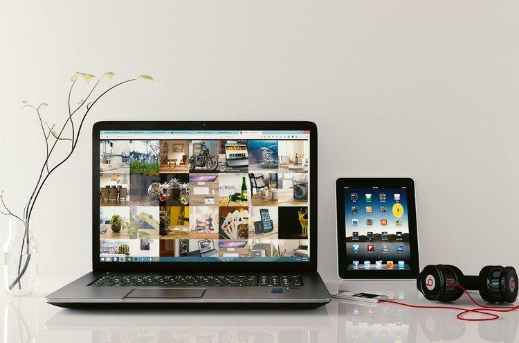 Kannettavat tietokoneet ja tabletit kulkevat kätevästi myös mukanasi.