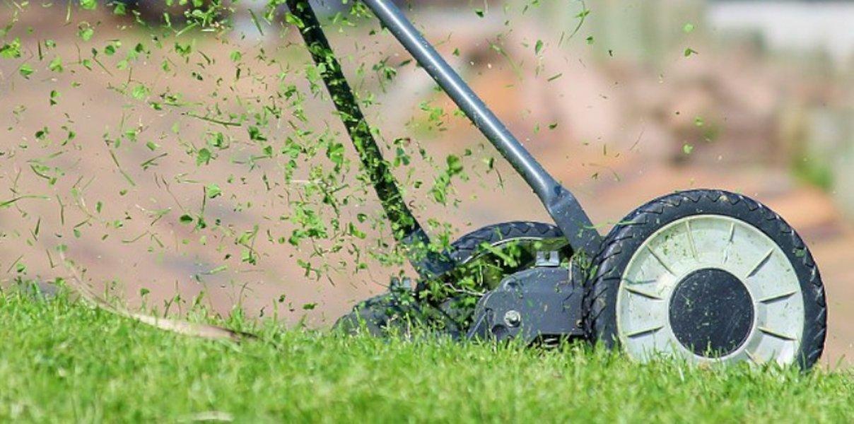 Hyvällä hoidolla piha sekä puutarha saadaan kukoistamaan.