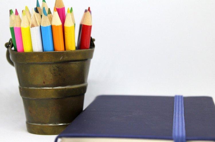 Tilaa insipiroivimmat kirjat sekä askartelu- ja toimistotarvikkeet avuksi mielekkään ja tasapainoisen arjen organisointiin!