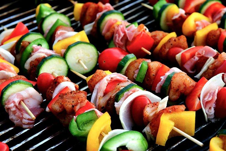 Kaasugrillillä valmistat herkulliset ateriat itsellesi ja ystävillesi.