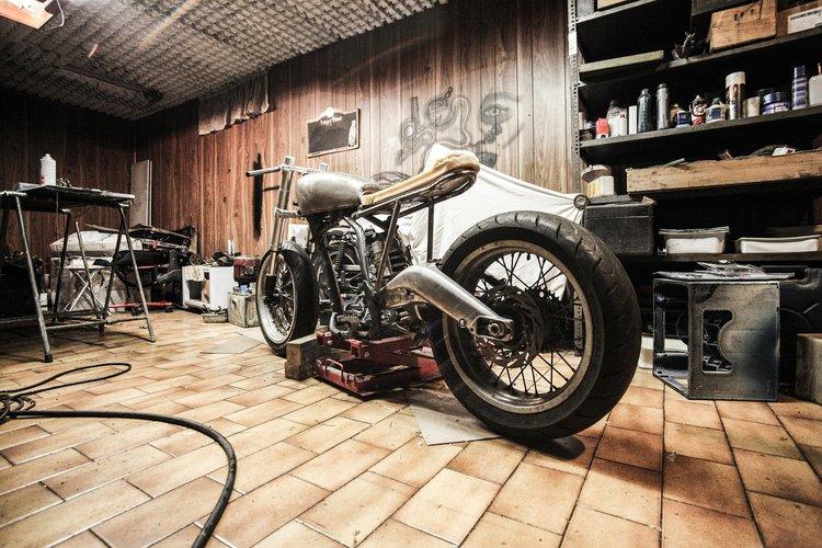 Varaosat ja tarvikkeet moottoripyöräsi huoltoon tilaat näppärästi Kärkkäisen verkkokaupan laajasta valikoimasta!
