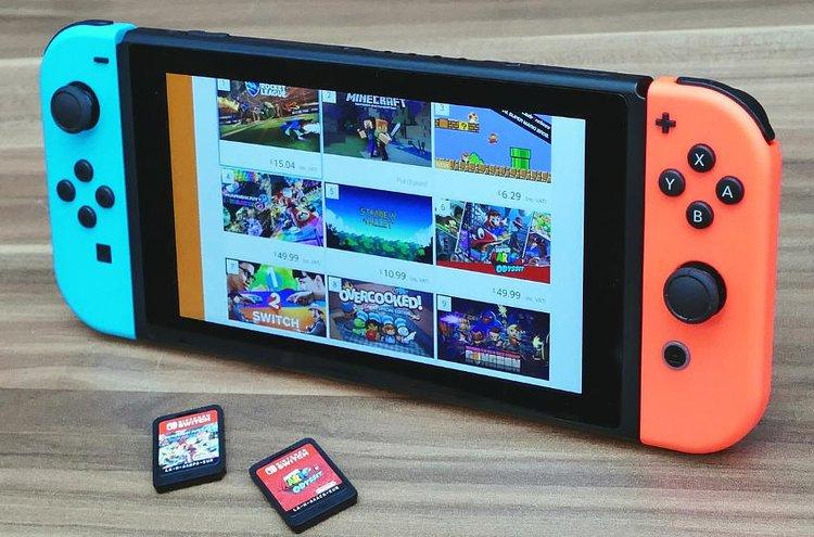 Nintendo Switch taikoo upeita pelielämyksiä kotona, kaverilla tai lomalla.