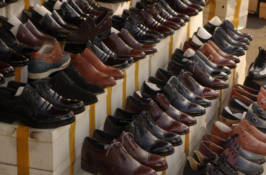 Miesten kengissä kannattaa luottaa laatuun. Kun ostat kerran kalliit, mutta laadukkaat Oxford-kengät, pysyvät ne tyylikkäänä juhlista toisiin vuosikymmenien ajan.