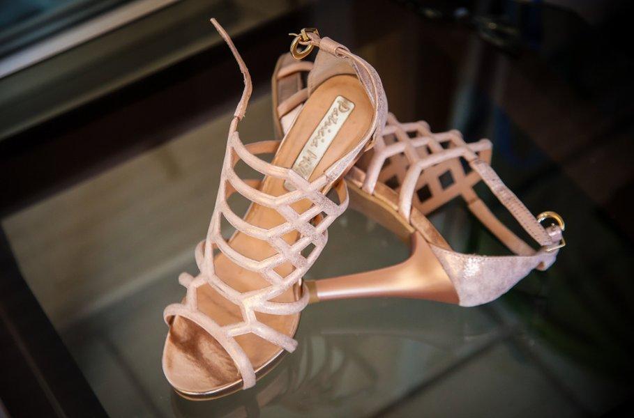 Naisten kengät valmiina juhliin! Pujahtavatko jalkaasi kauniit remmisandaalit korkeilla koroilla vai luotatko enemmän mataliin, mutta kauniisiin balleriinoihin?