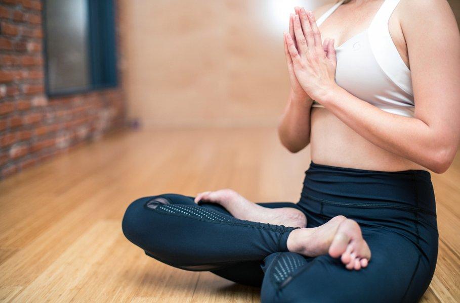 Naisten housut ja hameet urheiluun löydät Kärkkäiseltä. Treenihousujen on tärkeä istua napakasti valumatta, mutta ne eivät saa puristaa tai hangata ikävästi.Kuntosalille sopivat korkeavyötäröiset treenitrikoot, mutta joogaan istuu parhaiten matalampi vyötärö.