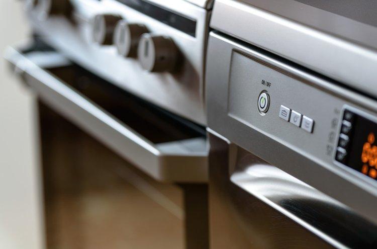 Kodinkoneet kuuluvat olennaisena osana nykykeittiöön. Energiatehokkaat koneet vievät vain vähän sähköä ja vettä, mutta saavat aikaan tehokasta jälkeä.