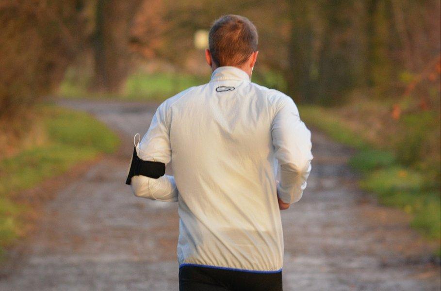 Miesten takit urheiluun ja vapaa-aikaan löydät Kärkkäisen urheiluvaatevalikoimasta aina kilpailukykyiseen hintaan!