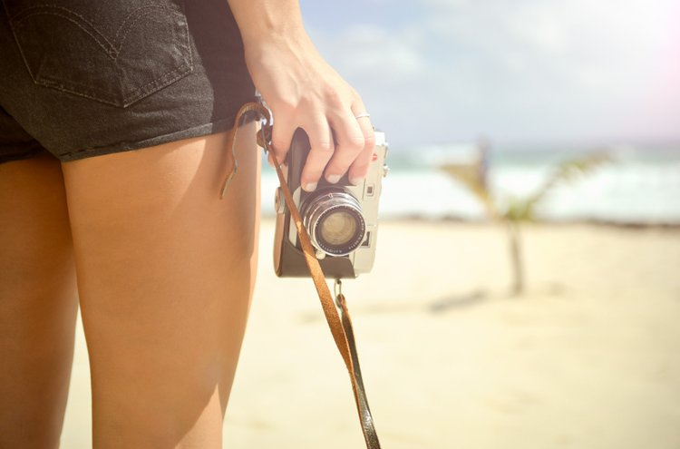 Pokkarikamera on järjestelmäkameraa pienempi ja näppärämpi vaihtoehto esimerkiksi matkoille ja juhliin.