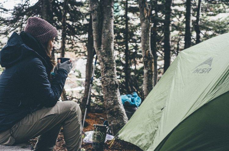 Telttailun voi aloittaa aivan pienestäkin: pystytä teltta takapihalle tai lähimetsään ja kokeile, miltä yö ulkona tuntuu!