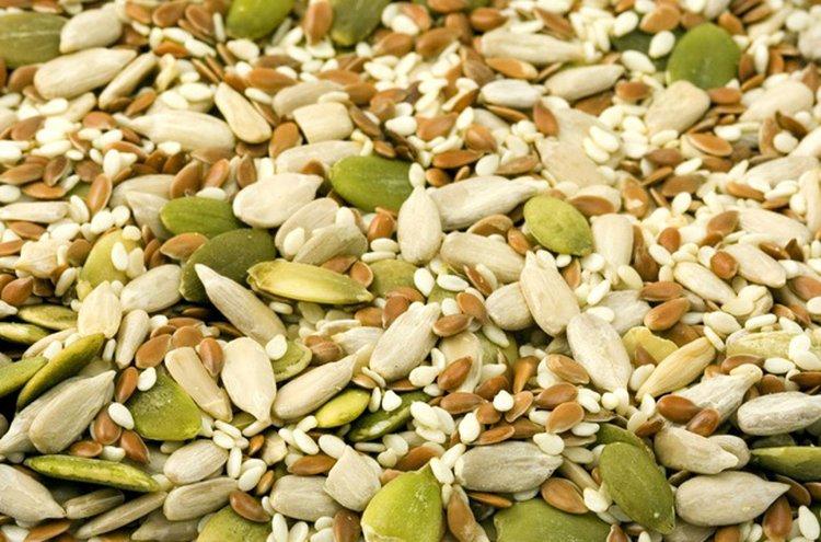 Muun muassa palkokasvit, täysjyvävilja, siemenet ja pähkinät sisältävät runsaasti hyviä mineraaleja.